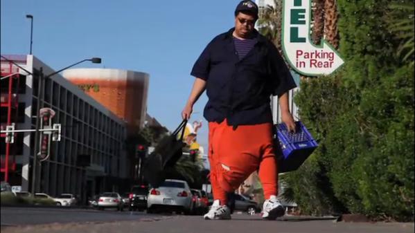MAN has 100 pound SCROTUM!!!!????